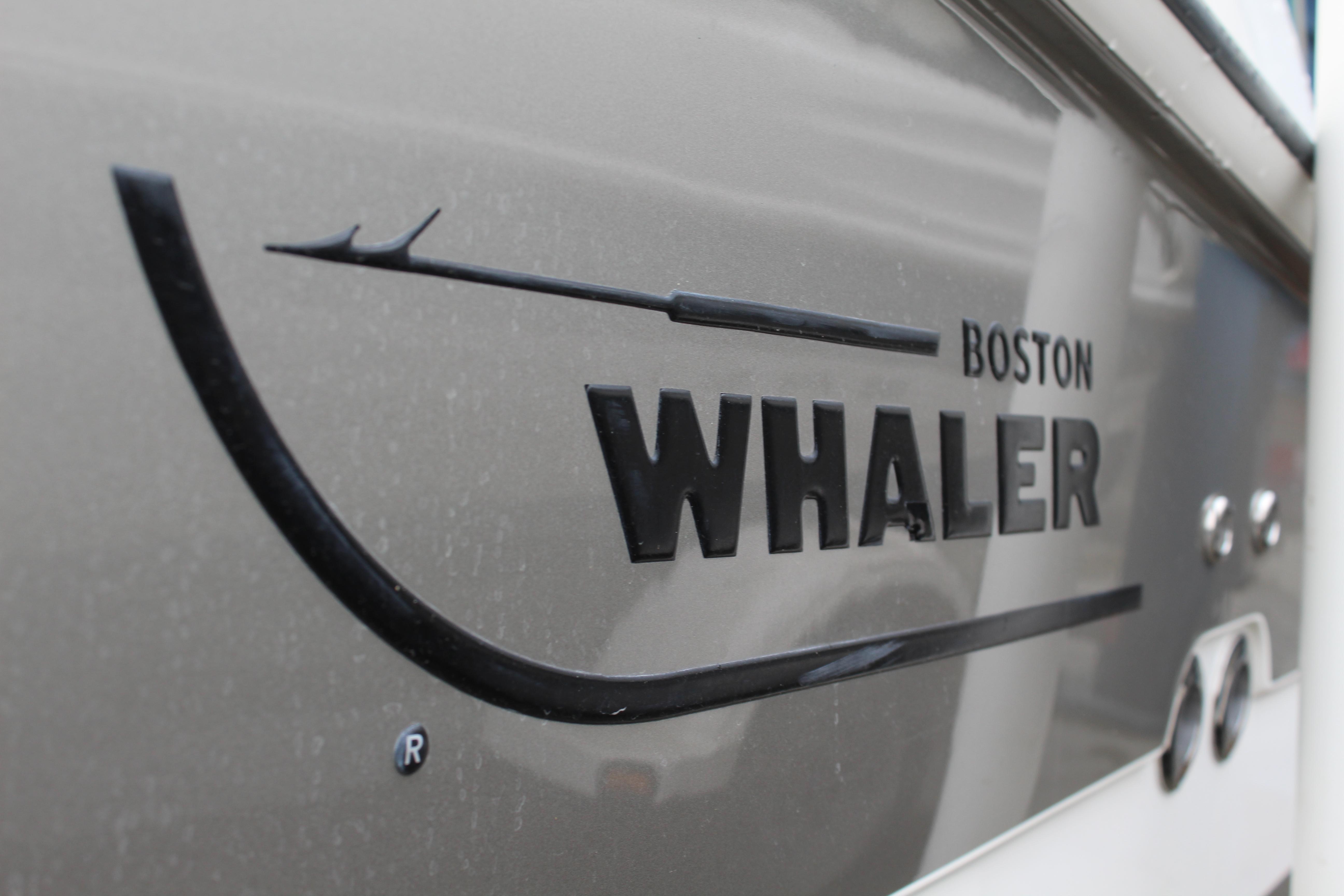 2014 Boston Whaler 220 Outrage