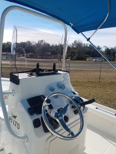 2020 Mako boat for sale, model of the boat is 21 LTS & Image # 5 of 16