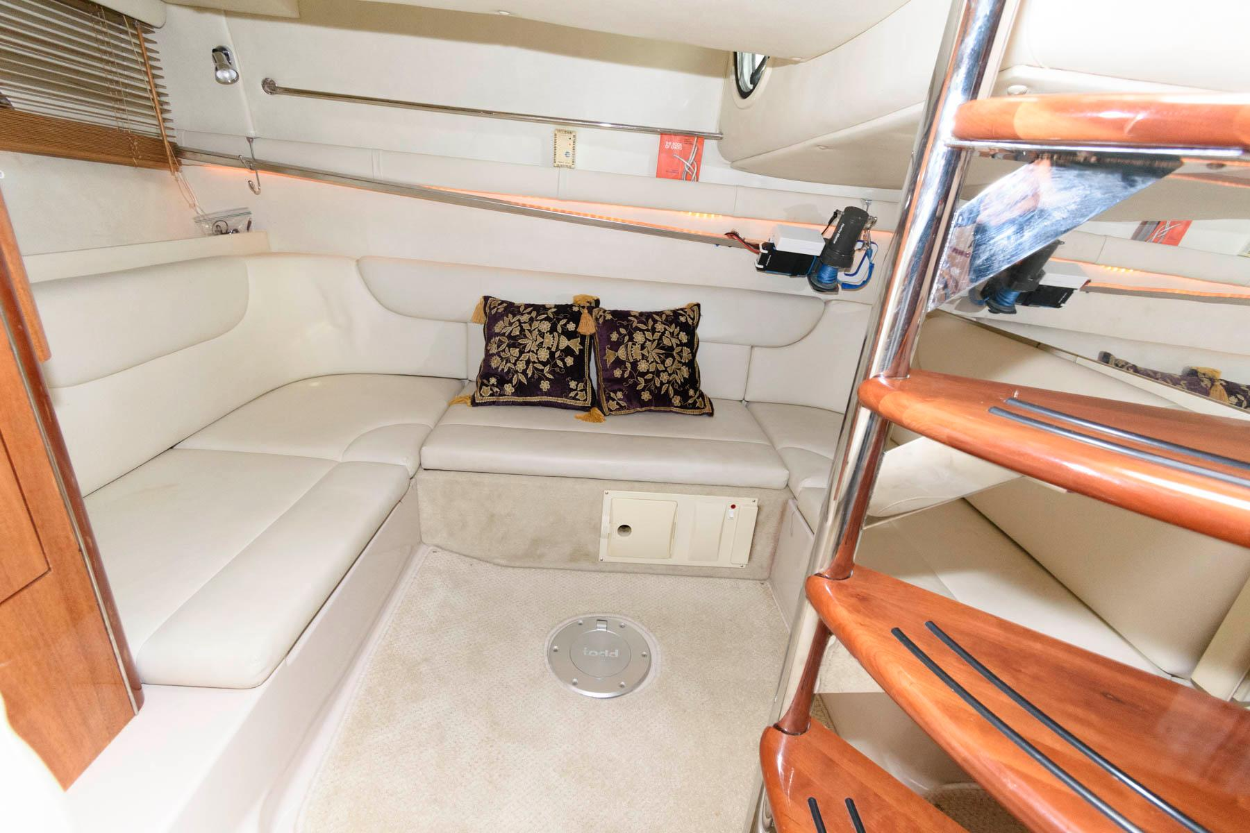 M 5957 SK Knot 10 Yacht Sales