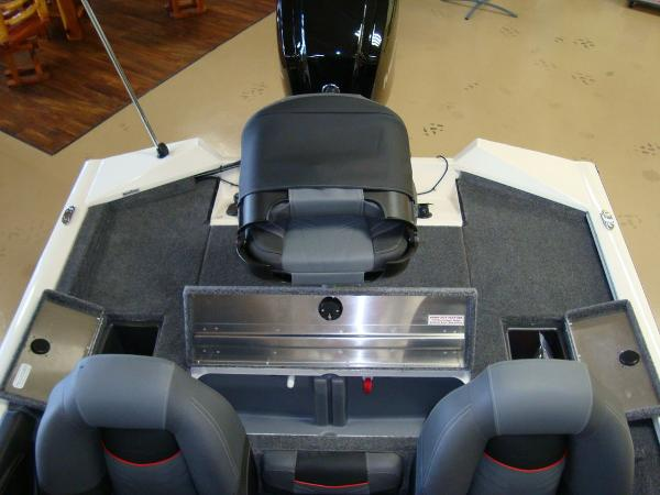 2021 Tracker Boats boat for sale, model of the boat is Pro Team 175 TXW® Tournament Ed. & Image # 10 of 16