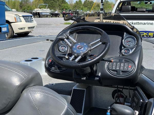 2015 Triton boat for sale, model of the boat is 21 trx e & Image # 2 of 5