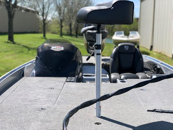 2015 Triton boat for sale, model of the boat is 21 trx e & Image # 5 of 5