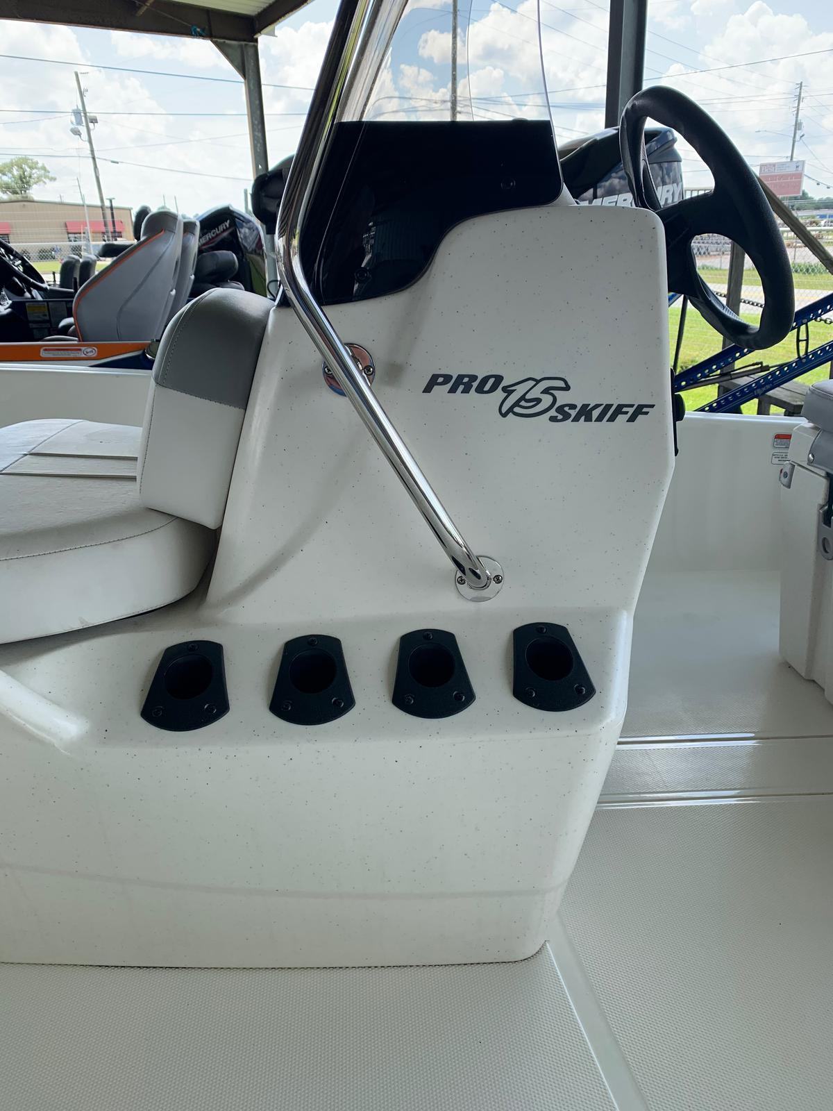 2020 Mako boat for sale, model of the boat is Pro Skiff 15 CC & Image # 17 of 46