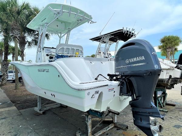 2020 Sea Fox 228 Commander