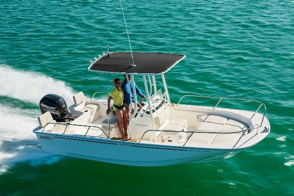 2022 Boston Whaler 190 Montauk thumbnail