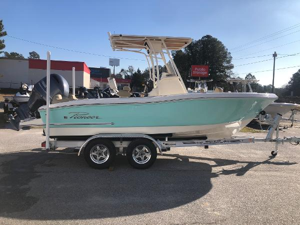 2021 Pioneer boat for sale, model of the boat is 202 Islander & Image # 4 of 26