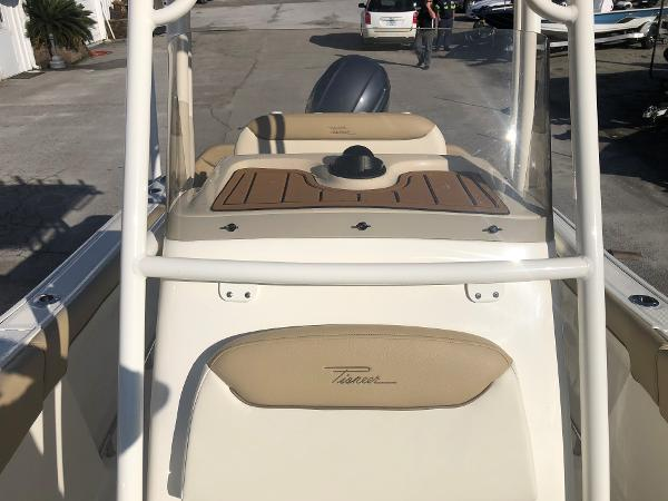 2021 Pioneer boat for sale, model of the boat is 202 Islander & Image # 10 of 26