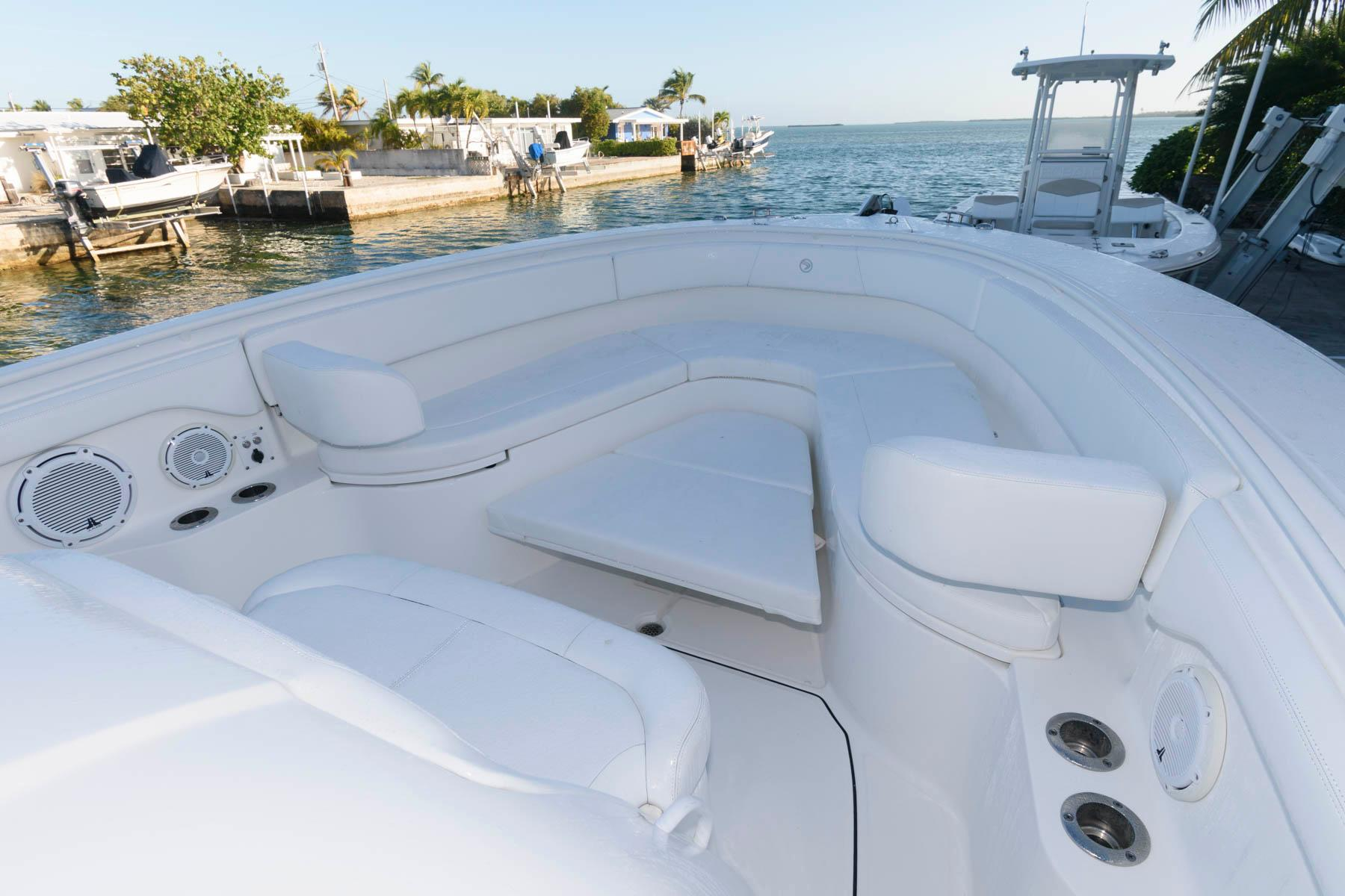 F 5928 SK Knot 10 Yacht Sales