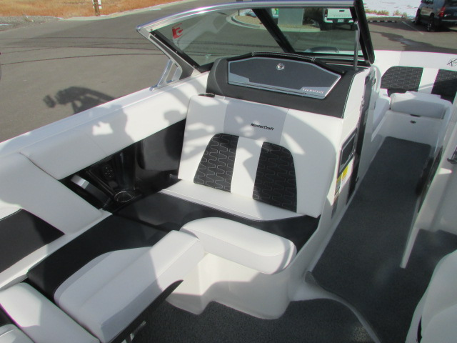 2021 Mastercraft boat for sale, model of the boat is X24 & Image # 5 of 12