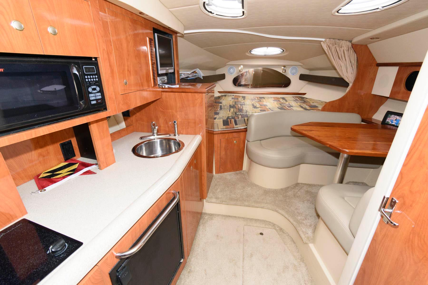 M 6320 TW Knot 10 Yacht Sales