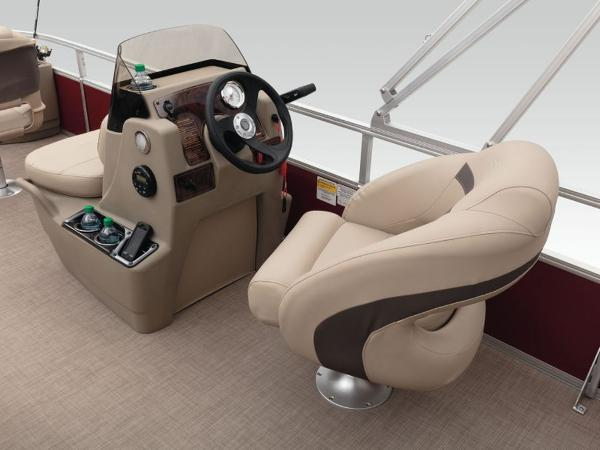 2021 Sun Tracker boat for sale, model of the boat is BASS BUGGY® 18 DLX & Image # 2 of 9
