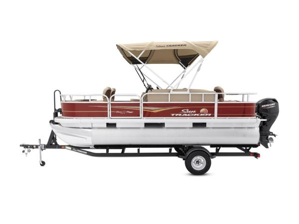 2021 Sun Tracker boat for sale, model of the boat is BASS BUGGY® 18 DLX & Image # 8 of 9