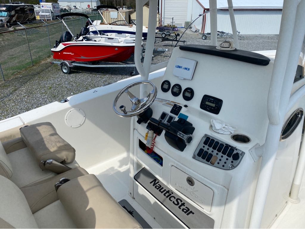 2016 Nautic Star boat for sale, model of the boat is 28 XS & Image # 12 of 19