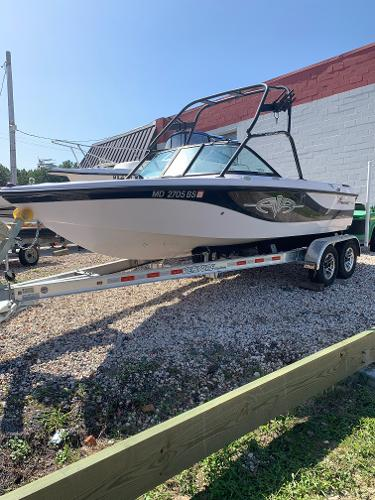 2003 CORRECT CRAFT Air Nautique 210