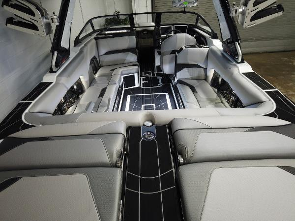 2021 Centurion boat for sale, model of the boat is Ri245 & Image # 5 of 18