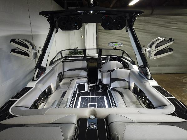 2021 Centurion boat for sale, model of the boat is Ri245 & Image # 6 of 18