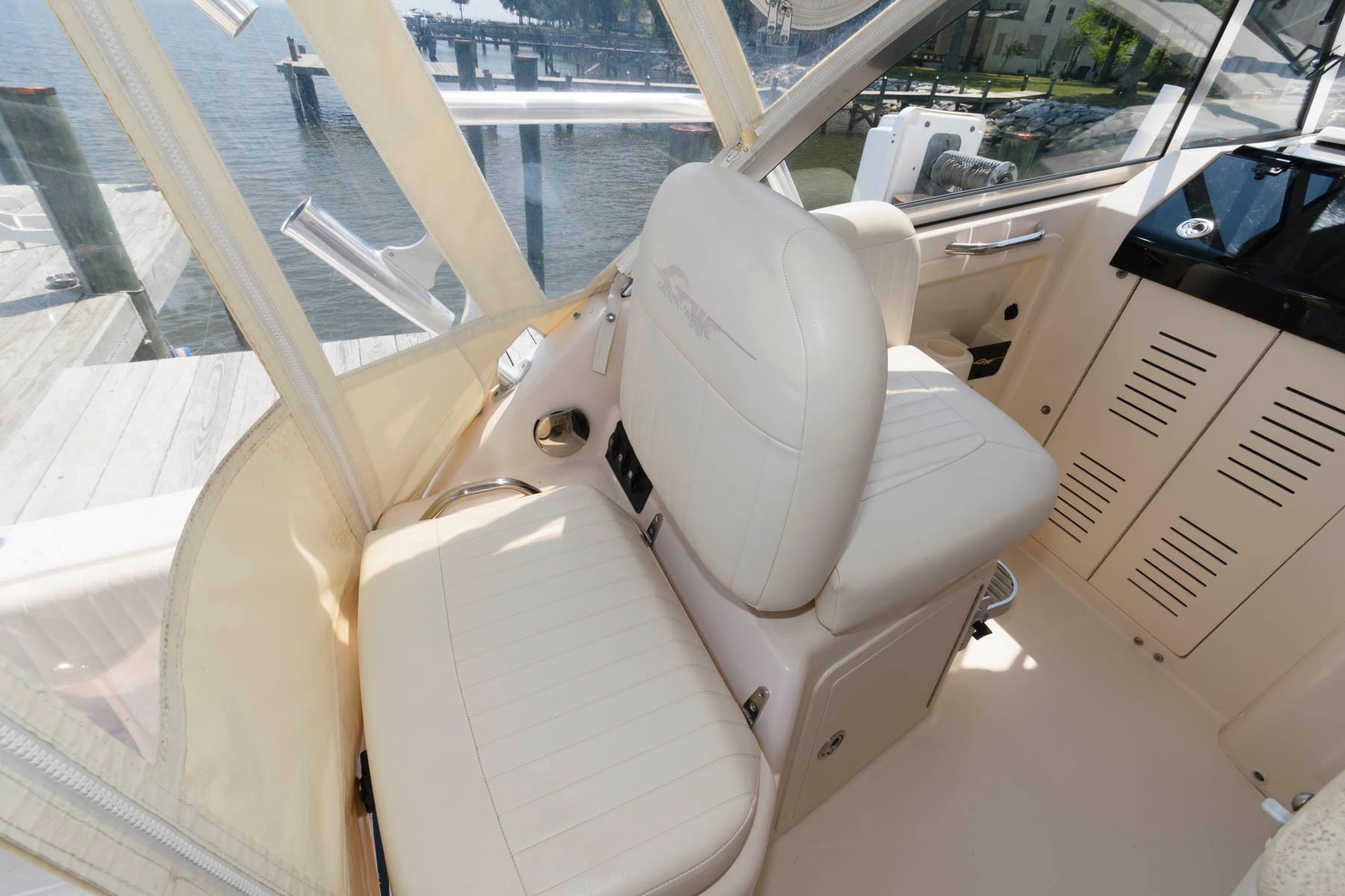 M 6318 PH Knot 10 Yacht Sales