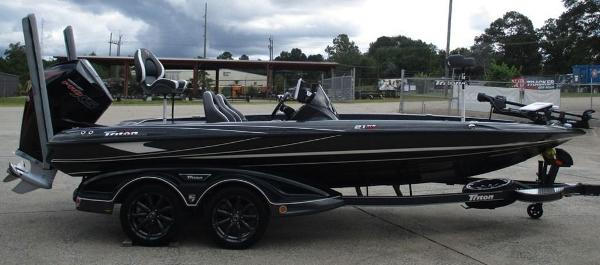2020 Triton boat for sale, model of the boat is 21 TRX & Image # 3 of 10