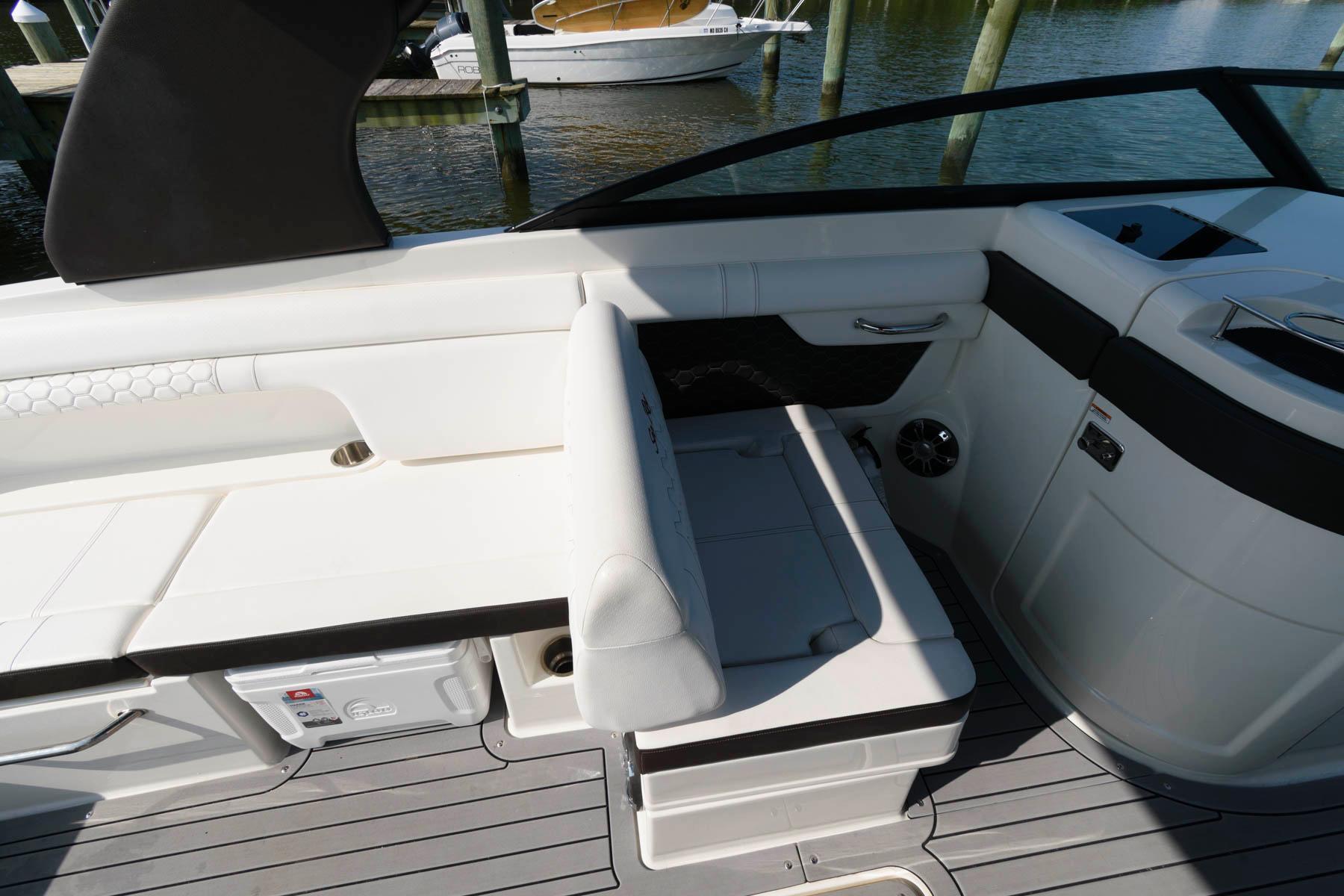 M 6284 KB Knot 10 Yacht Sales