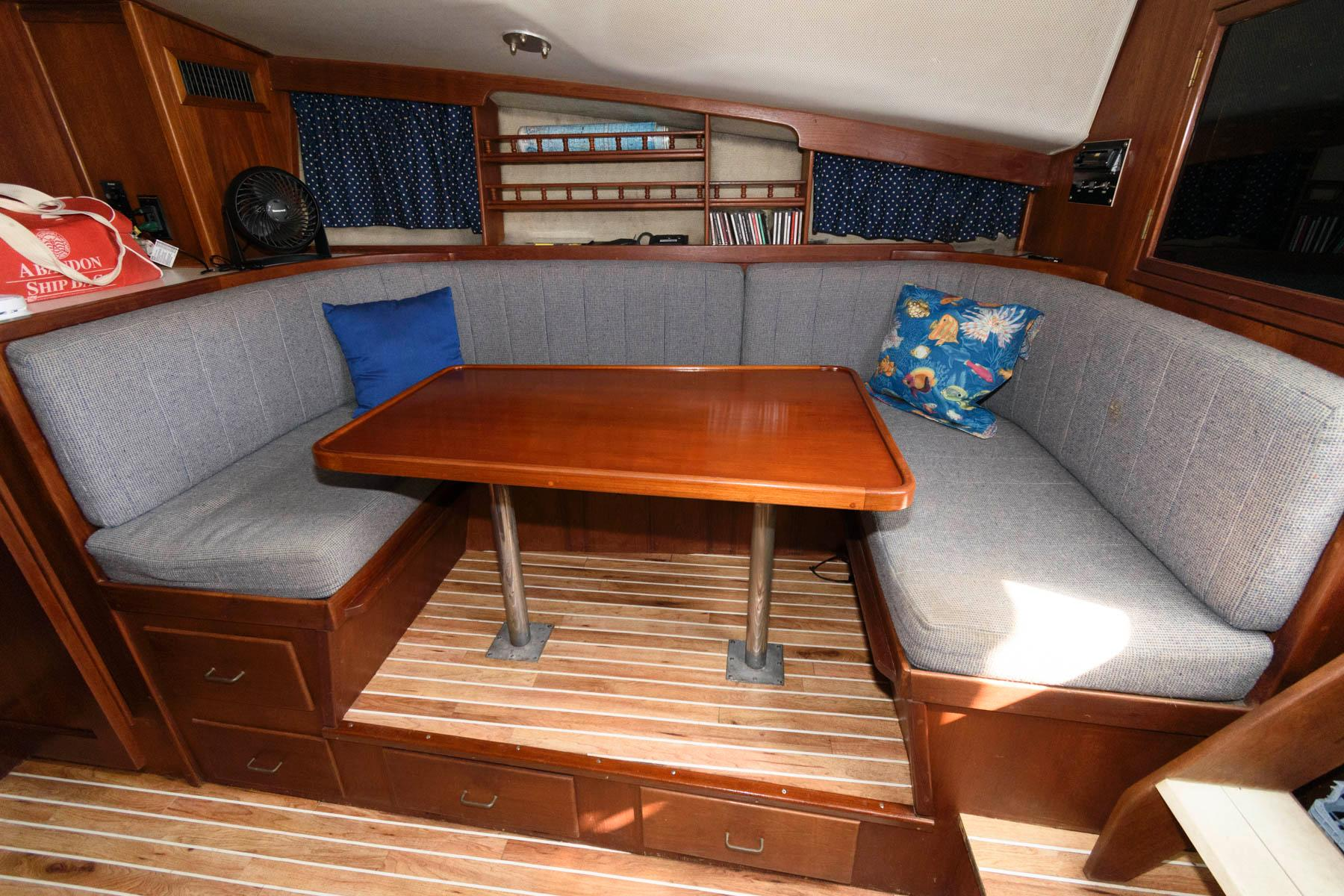F 5854 FJ Knot 10 Yacht Sales