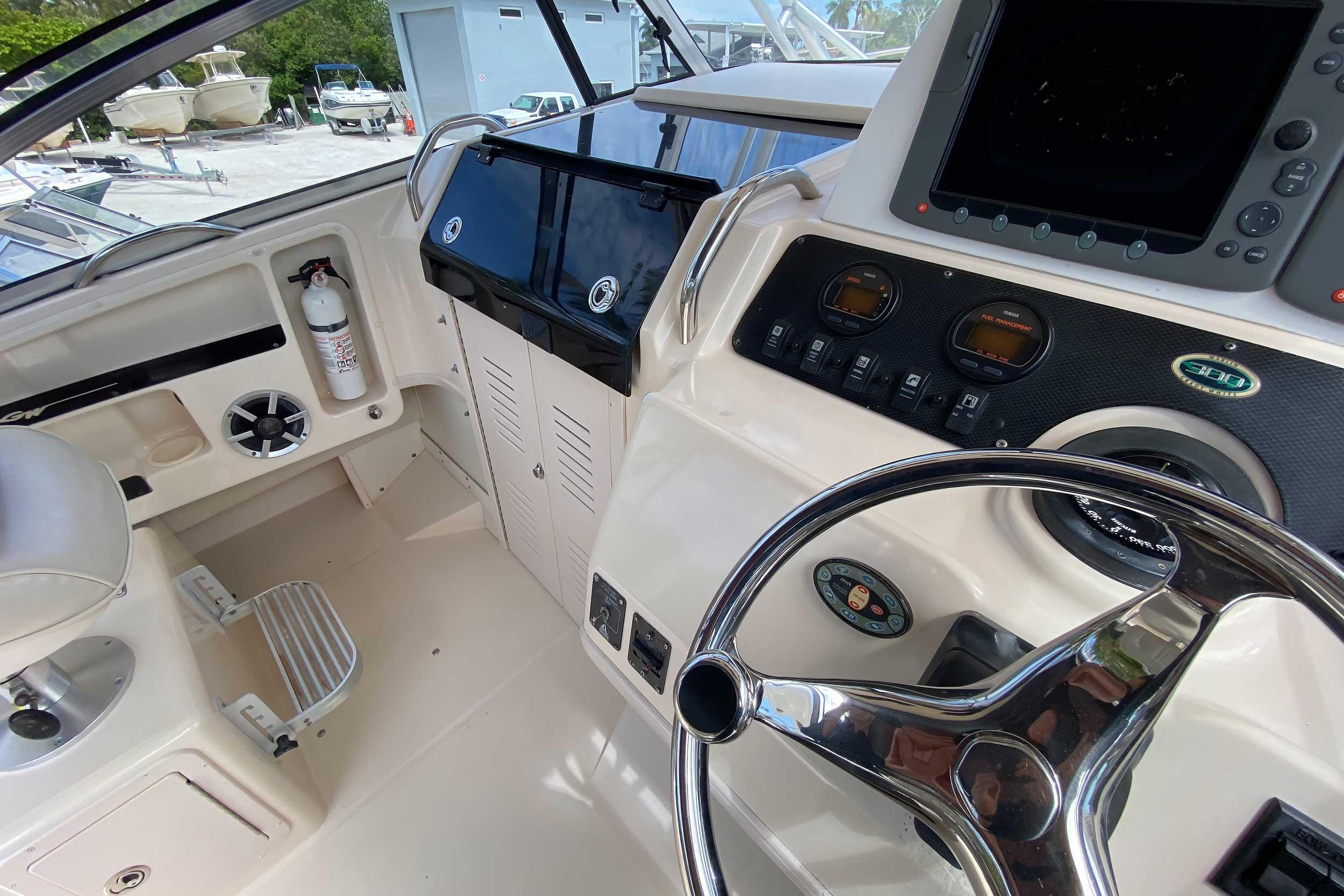 2005 Grady-White 300 Marlin