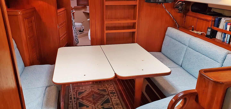 Salon Full Table