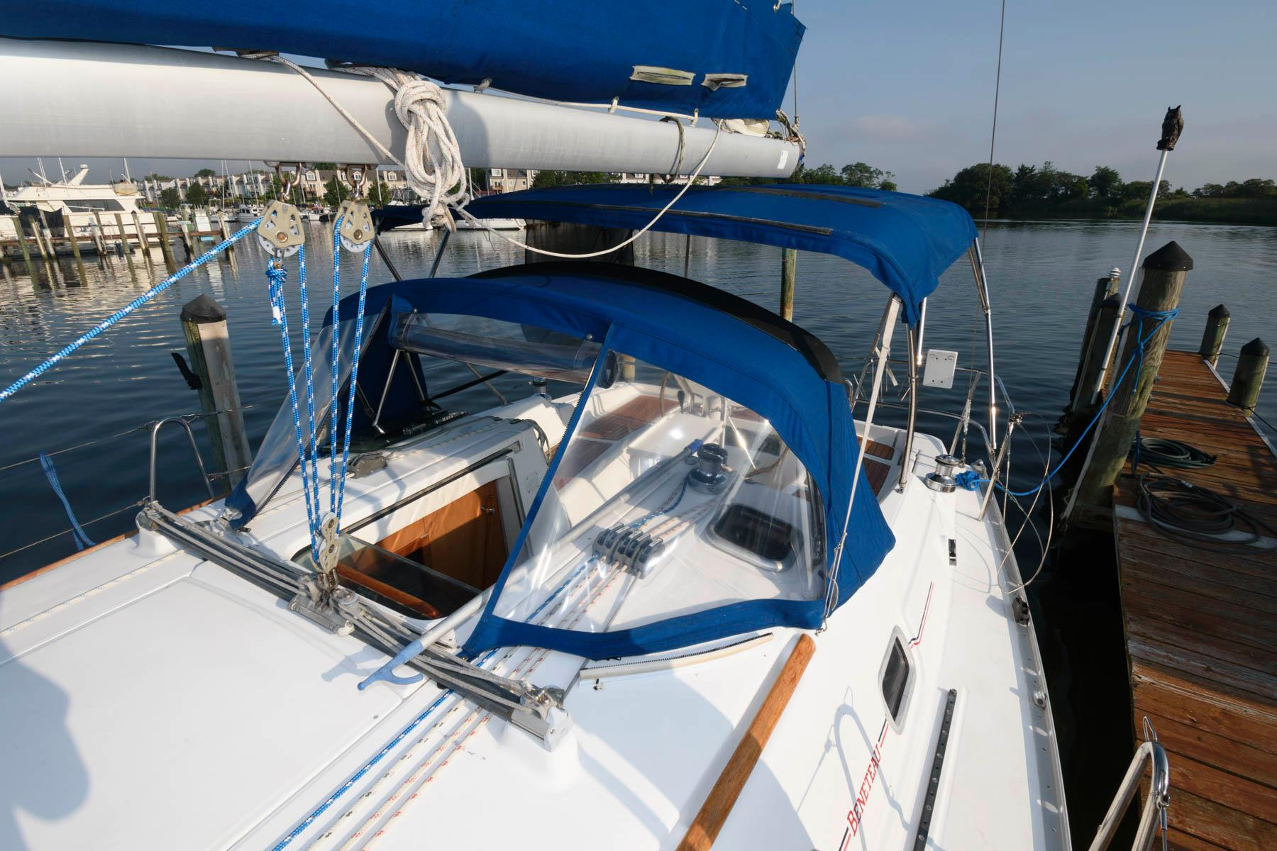 M 6392 MD Knot 10 Yacht Sales