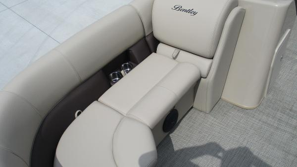 2021 Bentley boat for sale, model of the boat is 200 Navigator & Image # 10 of 60