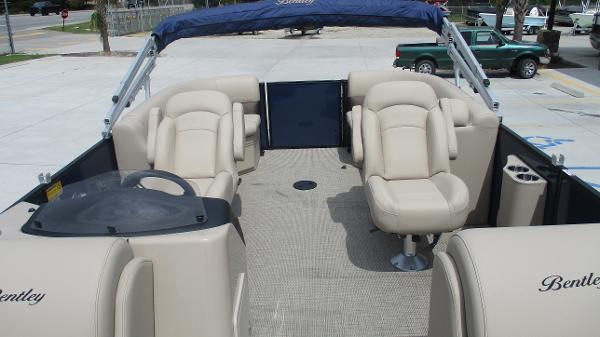 2021 Bentley boat for sale, model of the boat is 200 Navigator & Image # 13 of 60