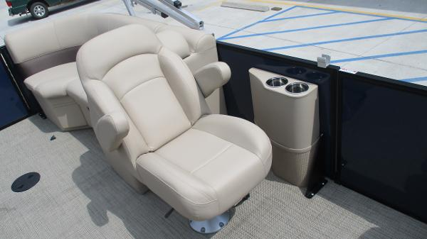 2021 Bentley boat for sale, model of the boat is 200 Navigator & Image # 16 of 60