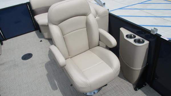 2021 Bentley boat for sale, model of the boat is 200 Navigator & Image # 29 of 60
