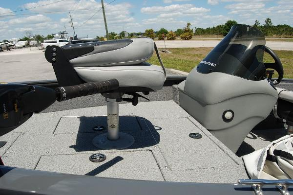 2018 Tracker Boats boat for sale, model of the boat is V16 SUPER GUIDE & Image # 6 of 9