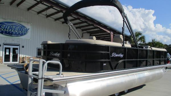 2021 Bentley boat for sale, model of the boat is 240 Navigator & Image # 5 of 56