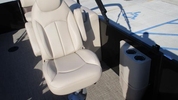 2021 Bentley boat for sale, model of the boat is 240 Navigator & Image # 30 of 56
