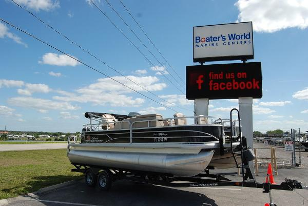 2019 Sun Tracker boat for sale, model of the boat is FISHIN' BARGE® 20 DLX & Image # 1 of 11