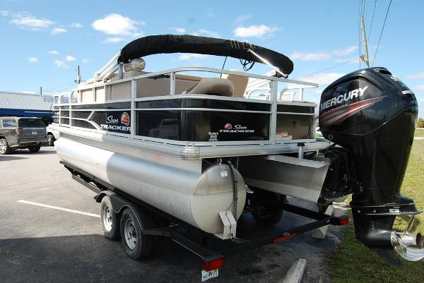 2019 Sun Tracker boat for sale, model of the boat is FISHIN' BARGE® 20 DLX & Image # 6 of 11