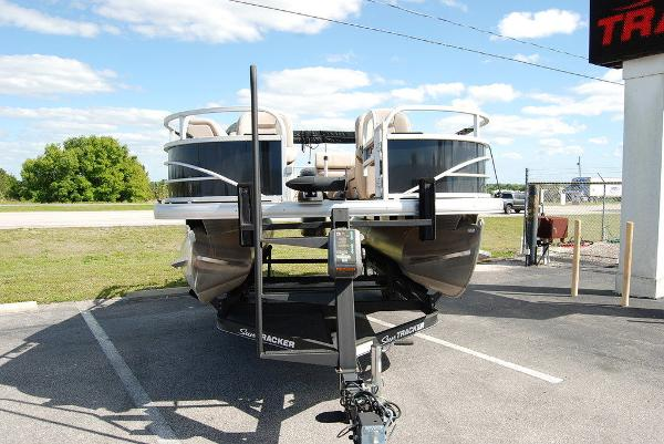 2019 Sun Tracker boat for sale, model of the boat is FISHIN' BARGE® 20 DLX & Image # 8 of 11