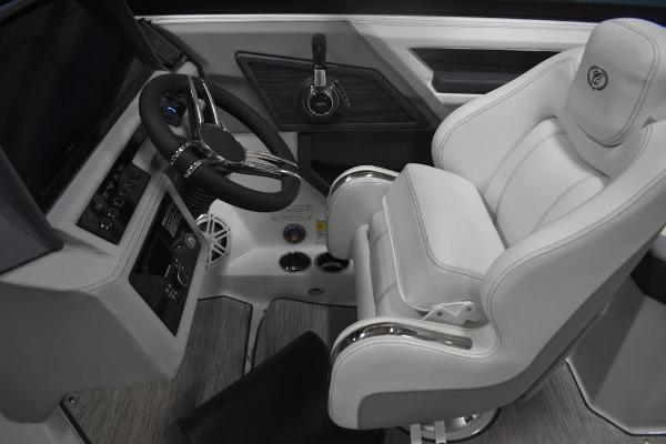 2021 Cobalt boat for sale, model of the boat is R6 & Image # 6 of 16