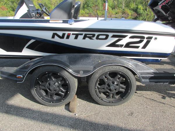 2019 Nitro boat for sale, model of the boat is Z21 PRO PACK DEMO & Image # 19 of 22