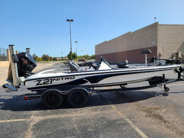 2019 Nitro boat for sale, model of the boat is Z21 PRO PACK DEMO & Image # 1 of 22