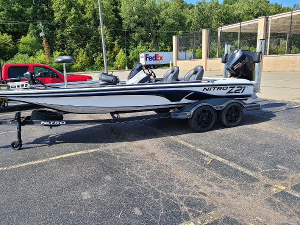 2019 Nitro boat for sale, model of the boat is Z21 PRO PACK DEMO & Image # 4 of 22
