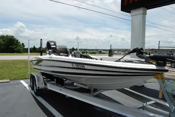 2011 Triton boat for sale, model of the boat is 19SE & Image # 3 of 11