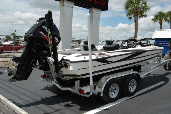 2011 Triton boat for sale, model of the boat is 19SE & Image # 4 of 11
