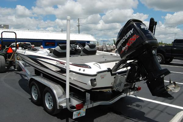 2011 Triton boat for sale, model of the boat is 19SE & Image # 7 of 11