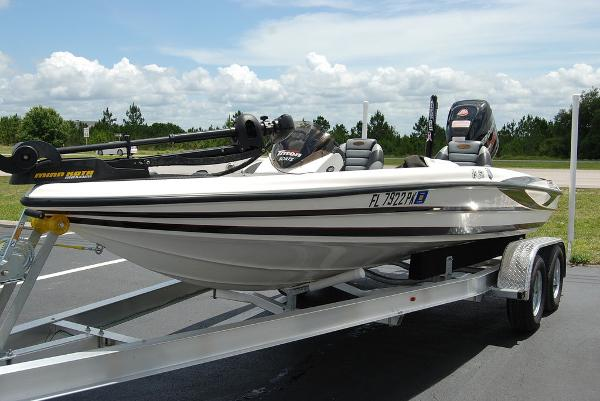 2011 Triton boat for sale, model of the boat is 19SE & Image # 8 of 11