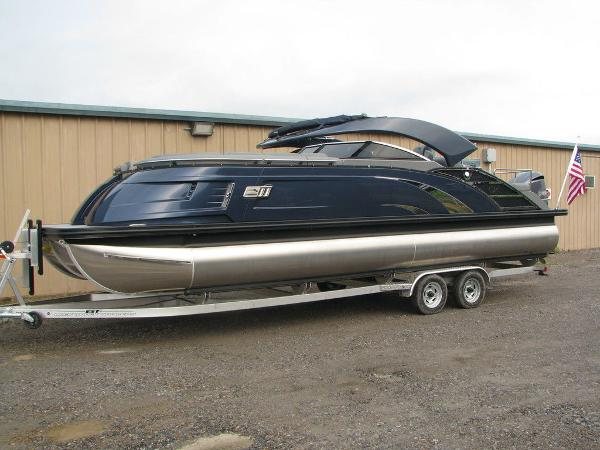 2021 Bennington boat for sale, model of the boat is QX25CW & Image # 3 of 61