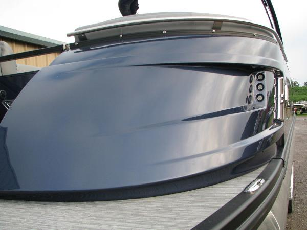 2021 Bennington boat for sale, model of the boat is QX25CW & Image # 9 of 61