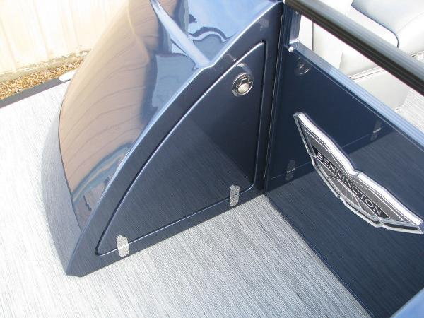 2021 Bennington boat for sale, model of the boat is QX25CW & Image # 16 of 61