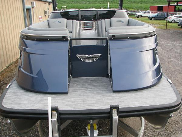 2021 Bennington boat for sale, model of the boat is QX25CW & Image # 27 of 61