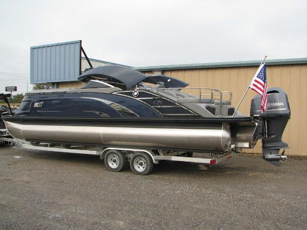 2021 Bennington boat for sale, model of the boat is QX25CW & Image # 30 of 61
